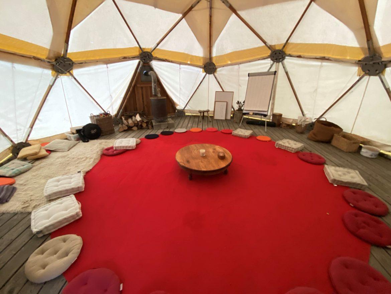 À l'intérieur du dôme géodésique de La Comtesse