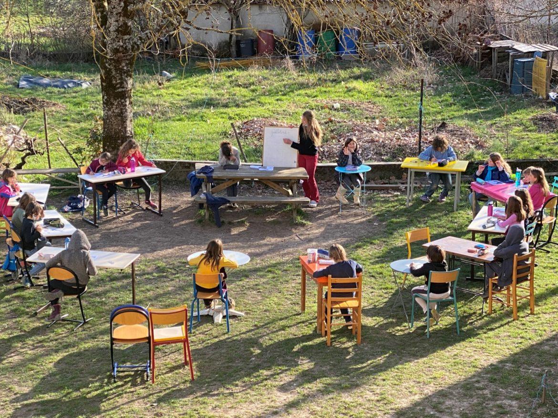 École Caminando - la classe en extérieur